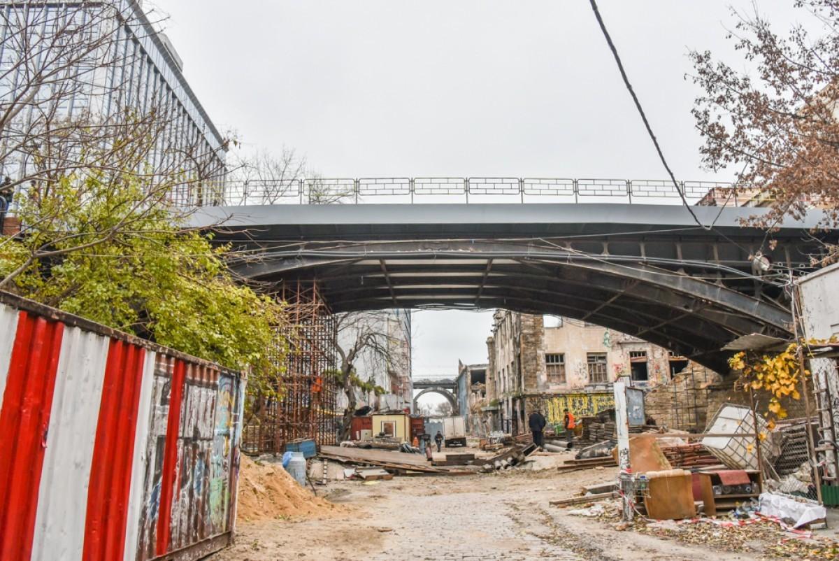 a8b8c591ad29f36fe4c4a8becc992d14 Известный одесский мост: новые перила и бесстрашные пешеходы