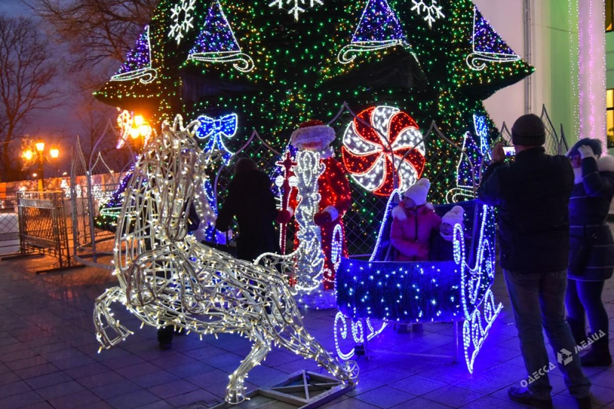 19790f628a1fa731c0d988bbcde68389 Красота новогодней Одессы: иллюминация и елки