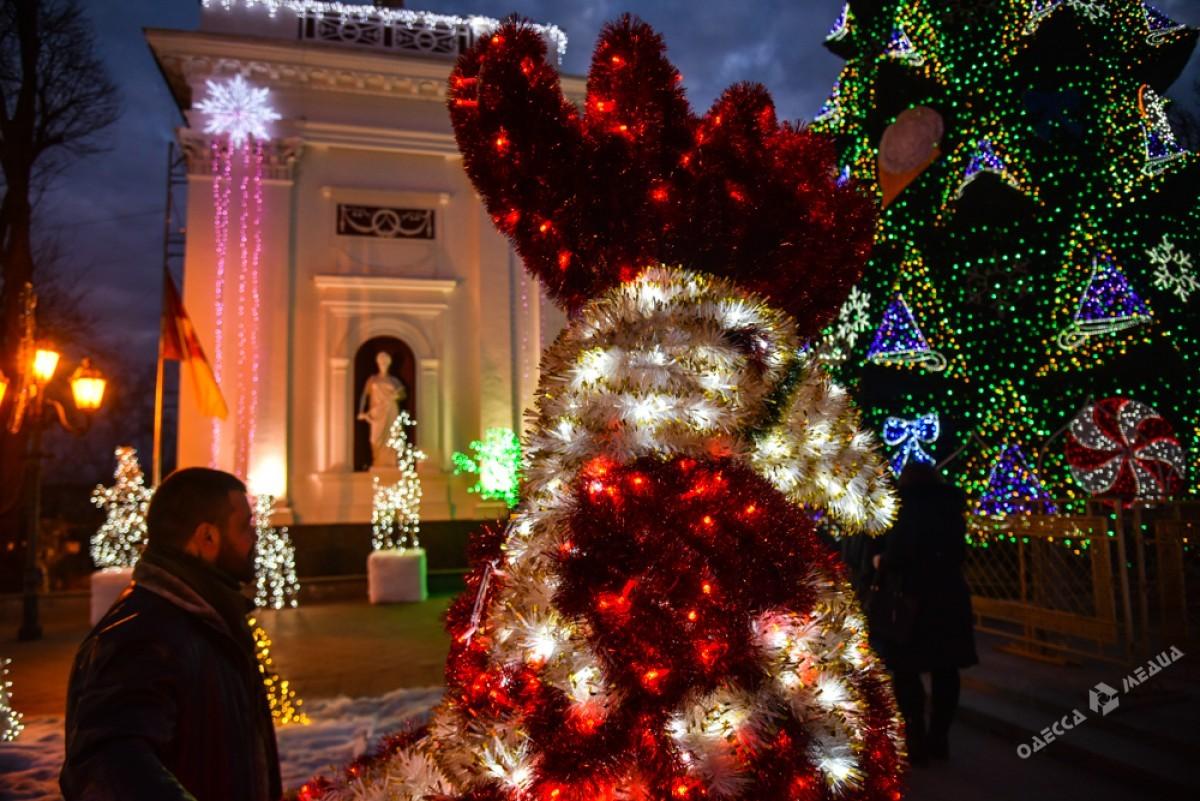 21d858027e48f1b5fbc704a3b0403725 Красота новогодней Одессы: иллюминация и елки