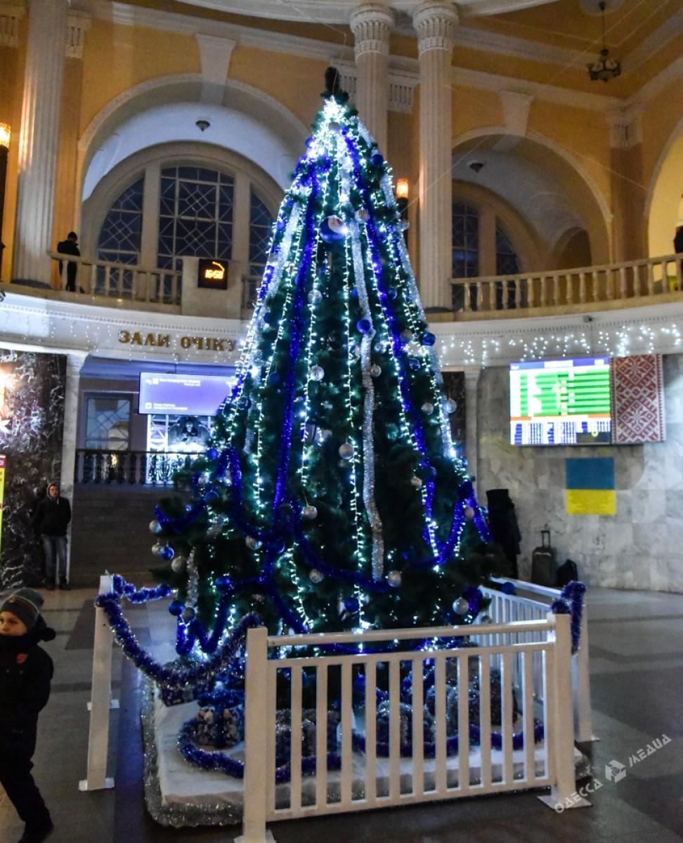 2fd25b3bef986a73de08883de71458fc Красота новогодней Одессы: иллюминация и елки