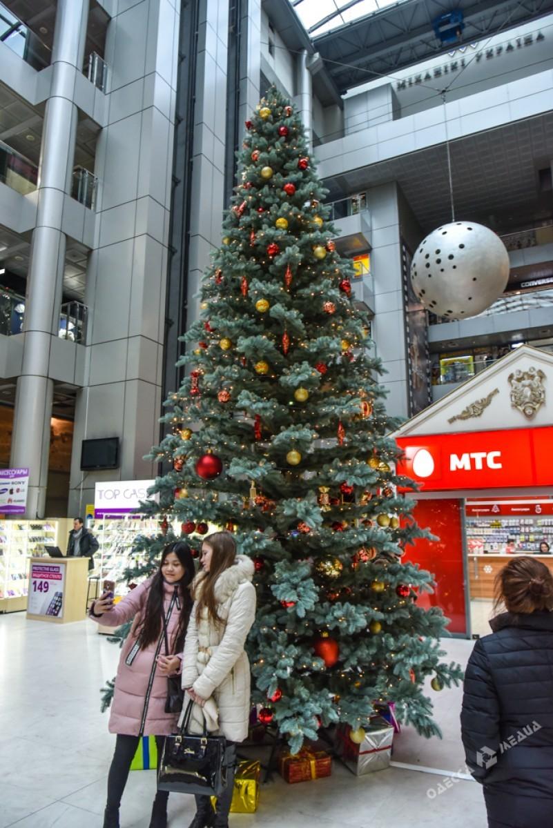 36191fe9cc090bed41709380d73b9a8b Красота новогодней Одессы: иллюминация и елки
