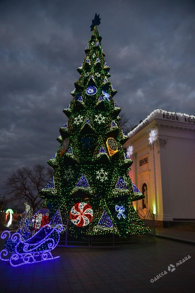 9394a180f3d060783971300860c78c1b Красота новогодней Одессы: иллюминация и елки