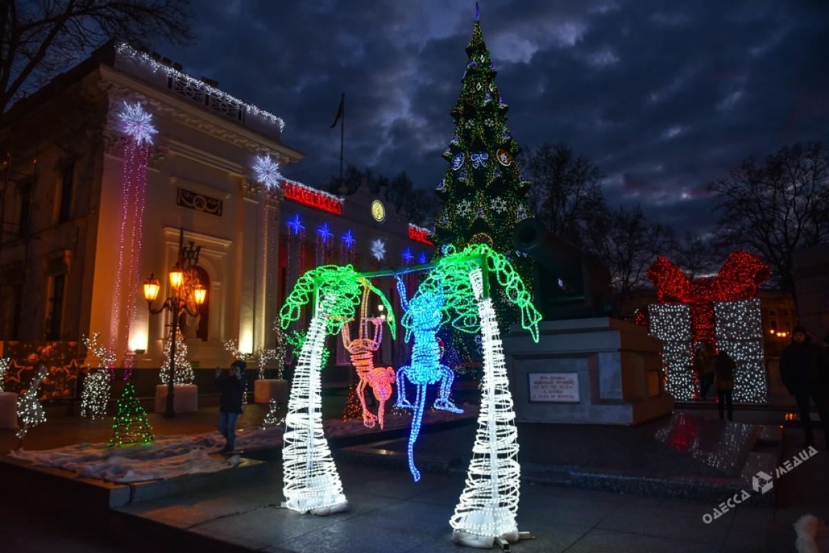 a11f1d917487ed03b3fbf87ff54b9d8f Красота новогодней Одессы: иллюминация и елки