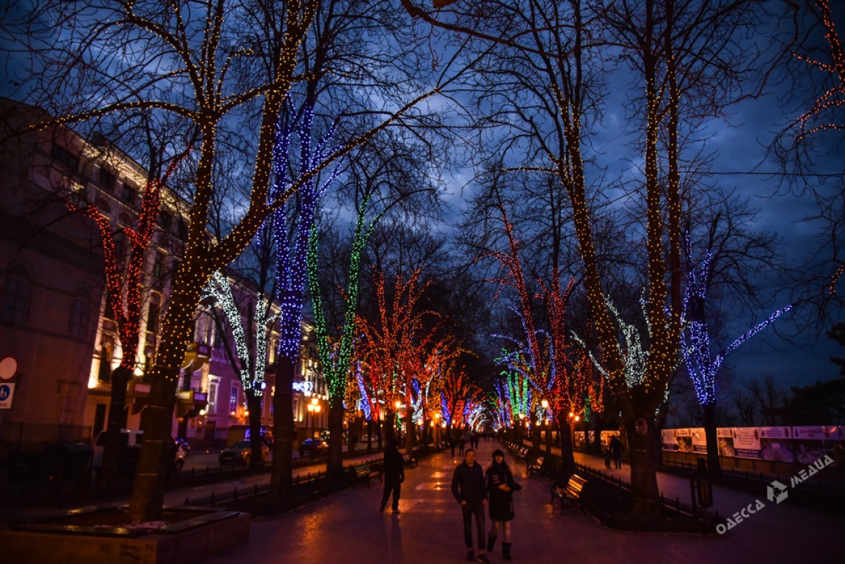 a2940fad99445c31d3796d3ec2c9909a Красота новогодней Одессы: иллюминация и елки