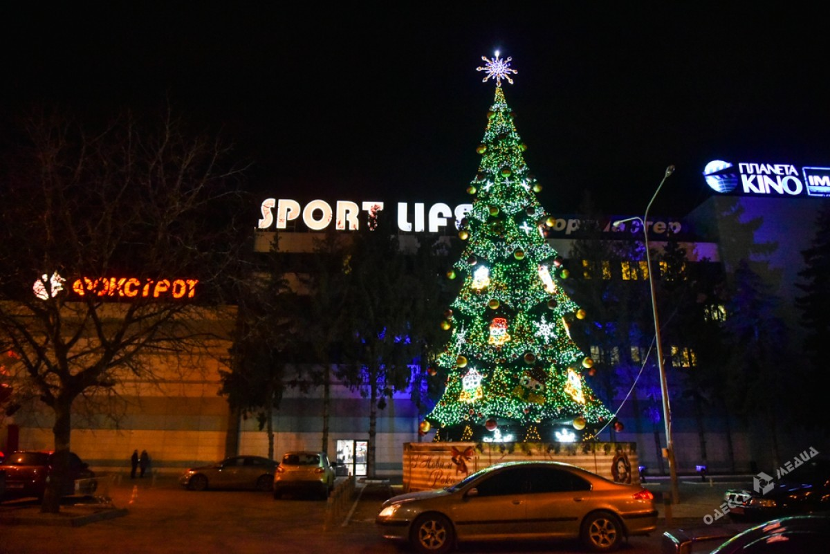 edfb2a37d37e49f335936d60703fe537 Красота новогодней Одессы: иллюминация и елки