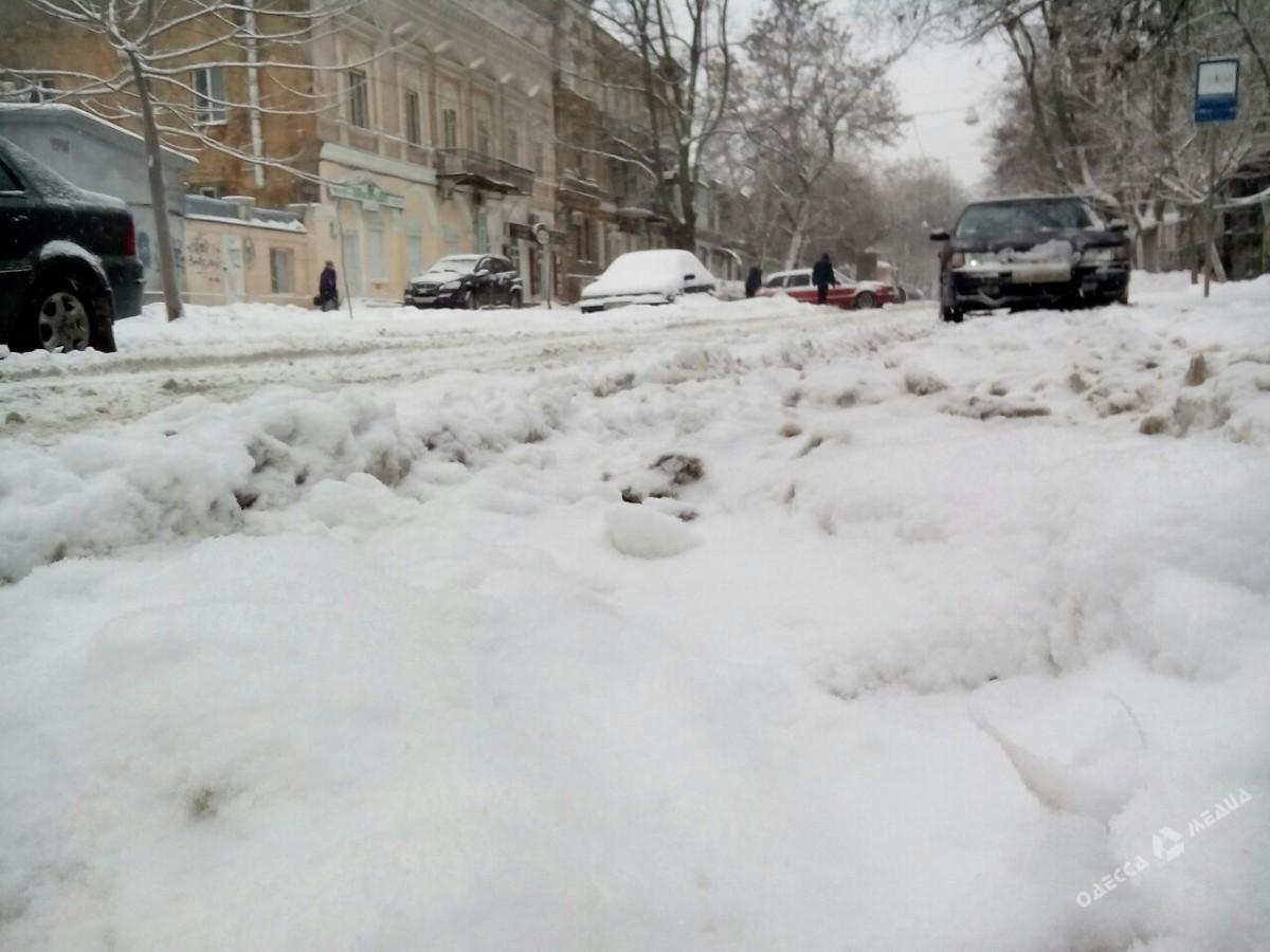 44e3d8b000671ea7f3572101be68fe98 Зимняя Одесса: пес-снеговик, одинокий Дюк и машины в сугробах