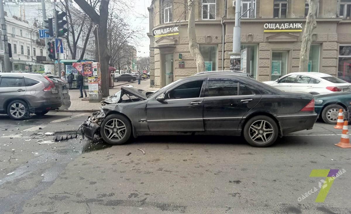 30975ef88c2f959345a6c0db6eddb16b Одесситы не дали скрыться виновнику аварии