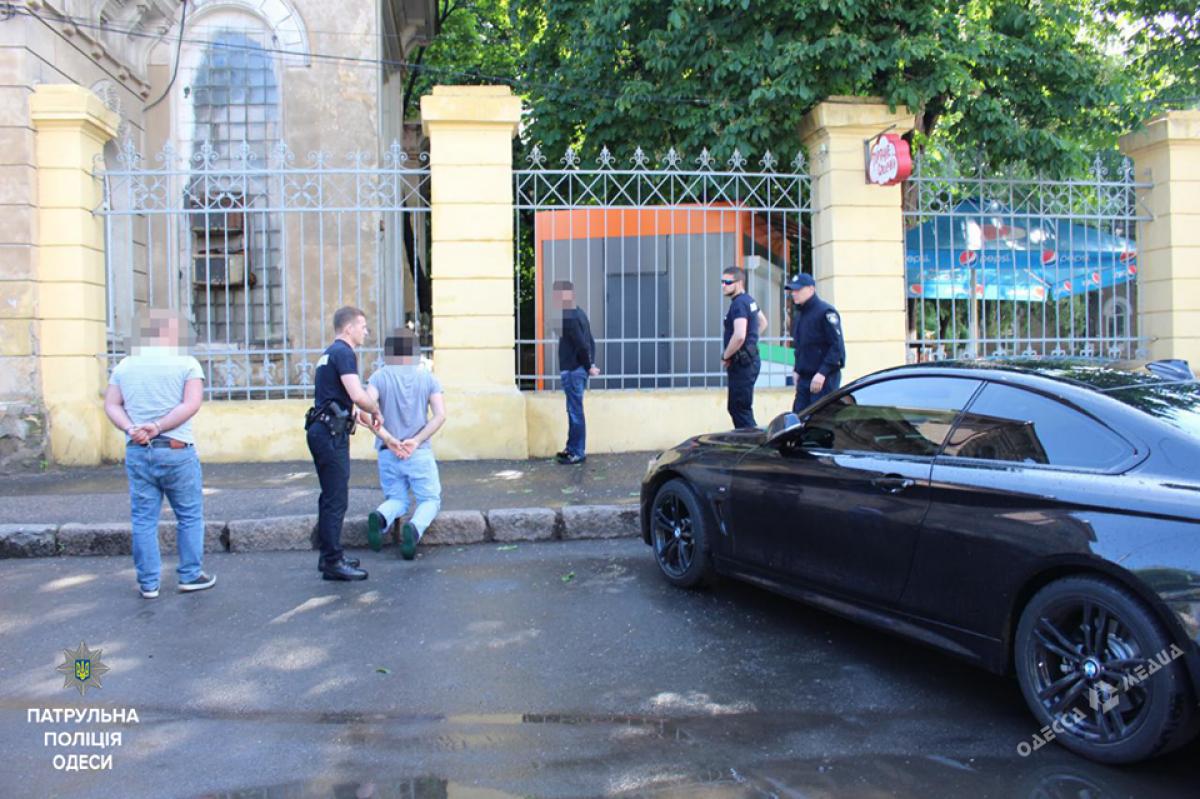 1d4e0c2cbcd8f96ed452fc301e69f7e9 Одесских автоворов задержали и поставили на колени