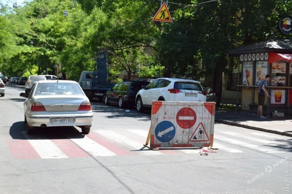 58d3ee3254675eaa6803b05c4b953ba2 В Одессе появилась креативная надпись для водителей