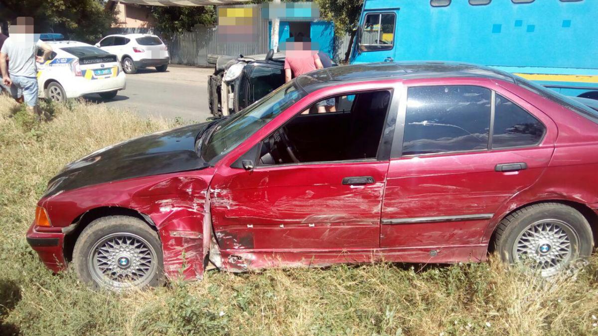 57d35e61204ba4f1a78a6b9368c9e67e ДТП в Одессе: автомобиль перевернулся, а водитель оказалась в больнице