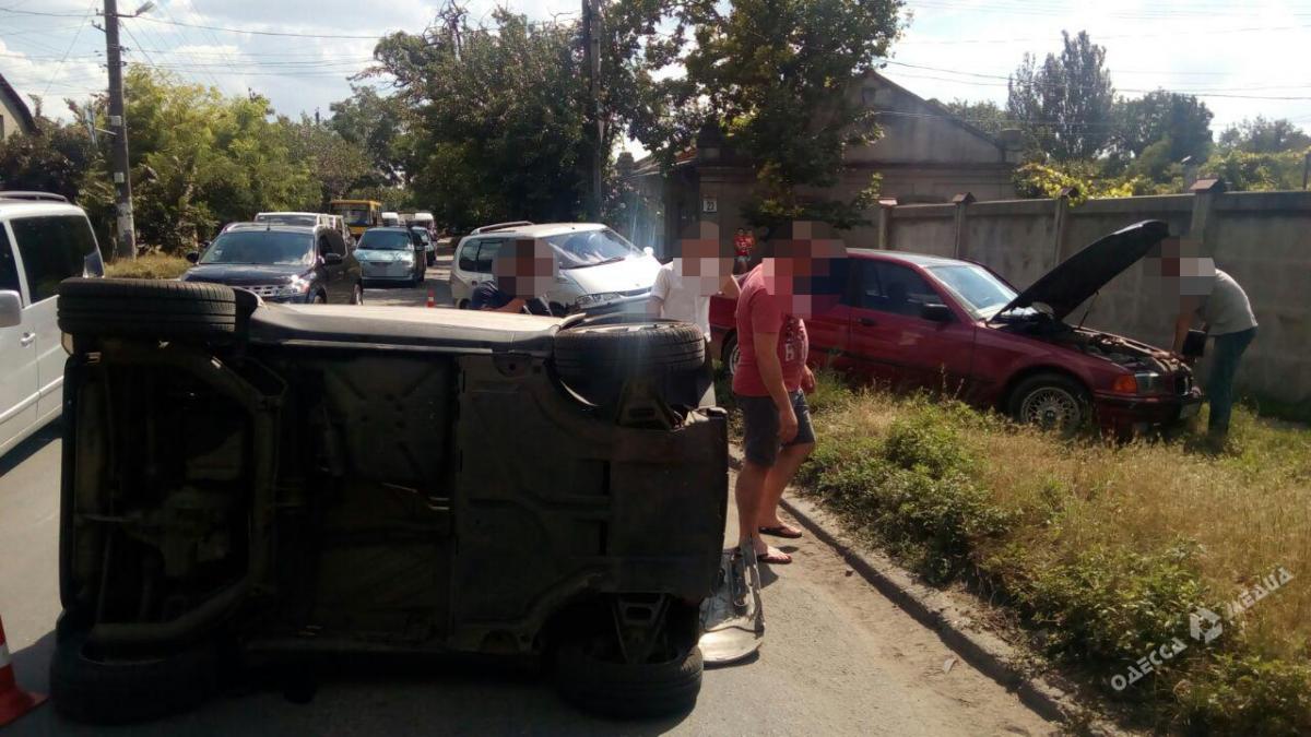 628eb11ff588c74804970dc18123df95 ДТП в Одессе: автомобиль перевернулся, а водитель оказалась в больнице