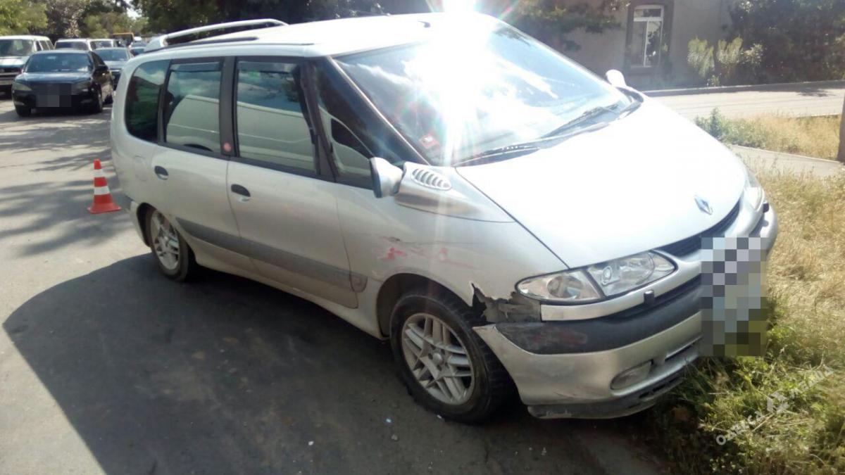 7428ee7e149587ec13d92a341a5b6377 ДТП в Одессе: автомобиль перевернулся, а водитель оказалась в больнице