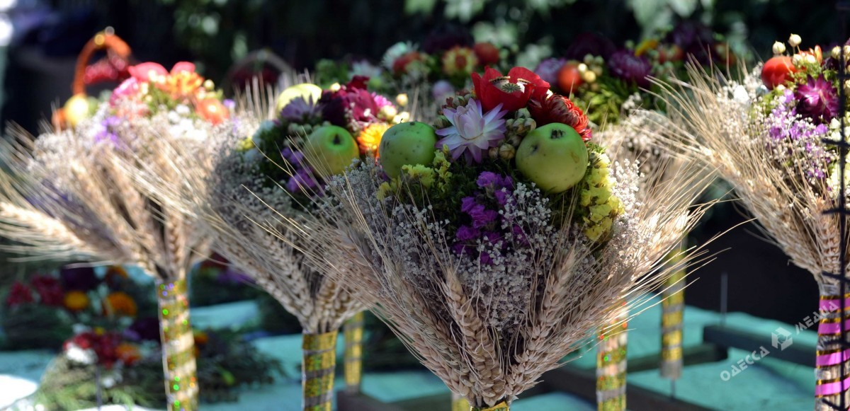 Яблочный Спас в Одессе: запах трав, меда и яблок (фоторепортаж)