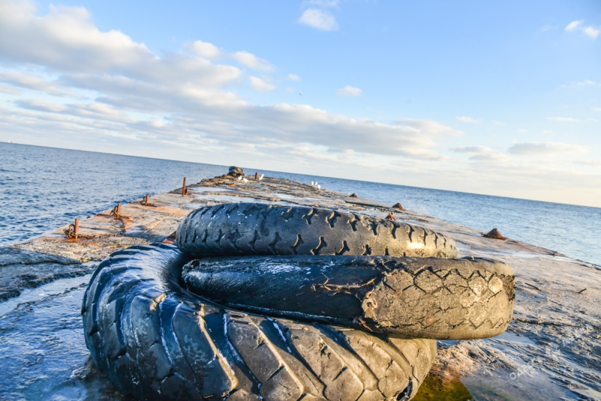 1f0f1bb1ad3c4586c77fdd960d8296ef Последний день осени одесситы встретили на море (ФОТО)