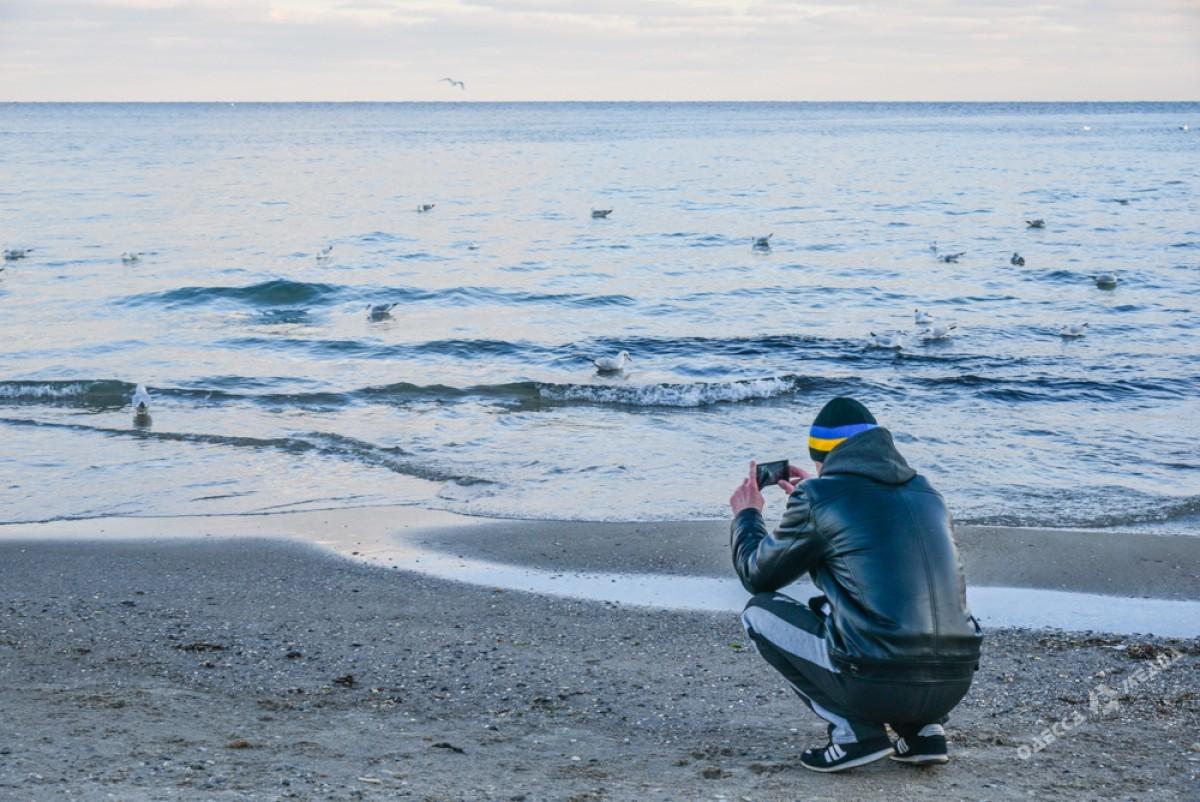 8940959436621ee1583e0bbc6cd2586a Последний день осени одесситы встретили на море (ФОТО)