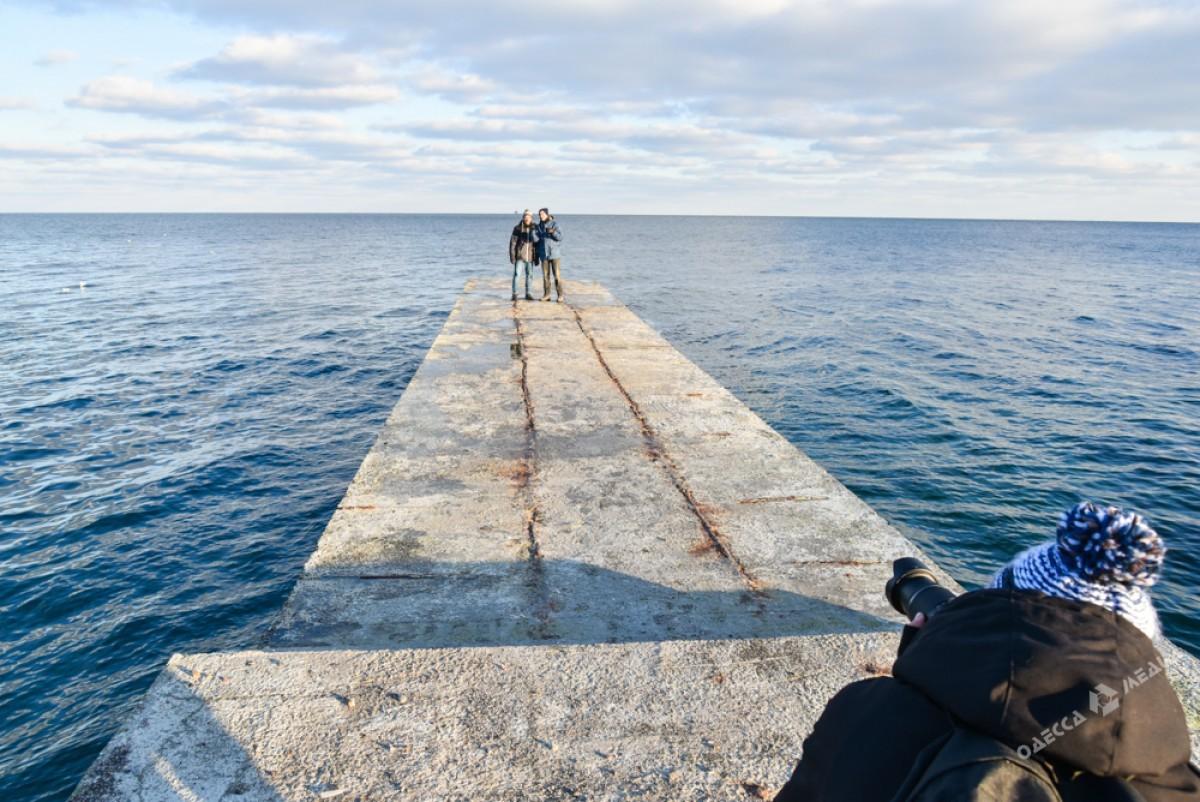 b4a30ad95cf1f2ec69ce701cc0e78eba Последний день осени одесситы встретили на море (ФОТО)