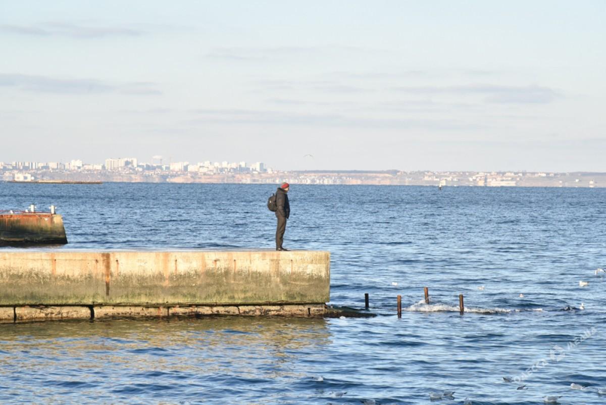 f5c6abc903a99c02088bdb32827d8391 Последний день осени одесситы встретили на море (ФОТО)