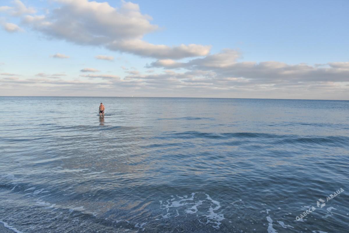 f96cac8e80b260f237cfe2155598e35d Последний день осени одесситы встретили на море (ФОТО)